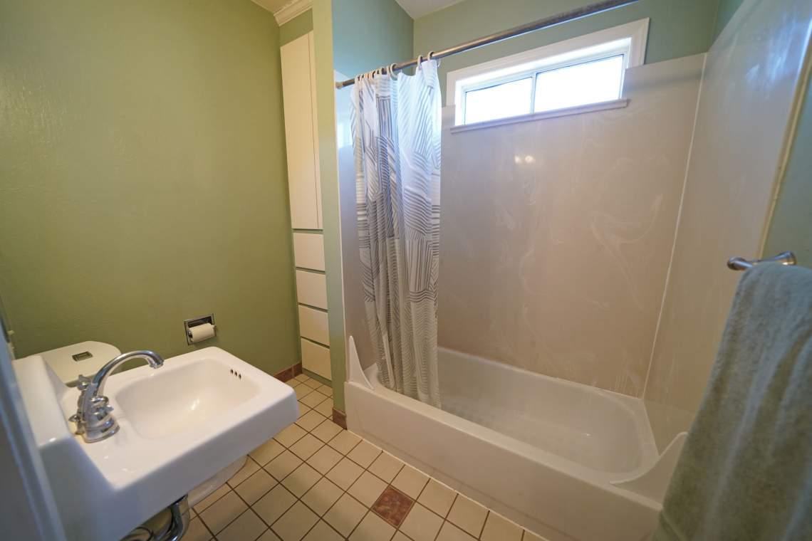 UPSTAIRS-BATHROOM-WEB
