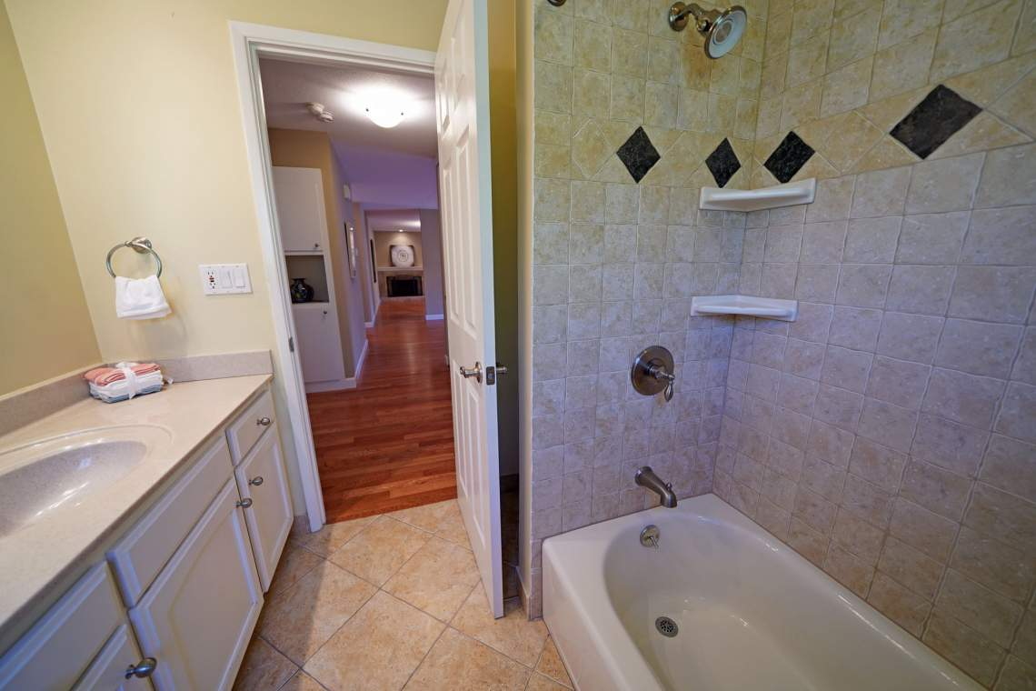 Hall-Bath-2-web