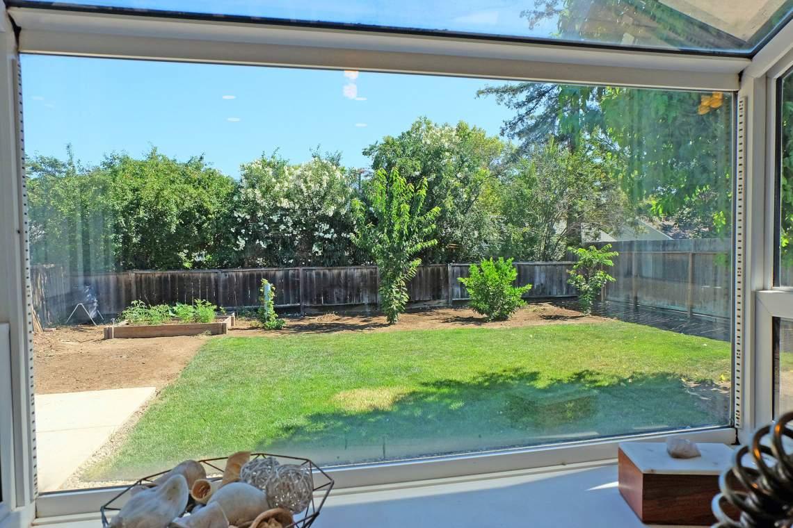 Greenhouse-window-web