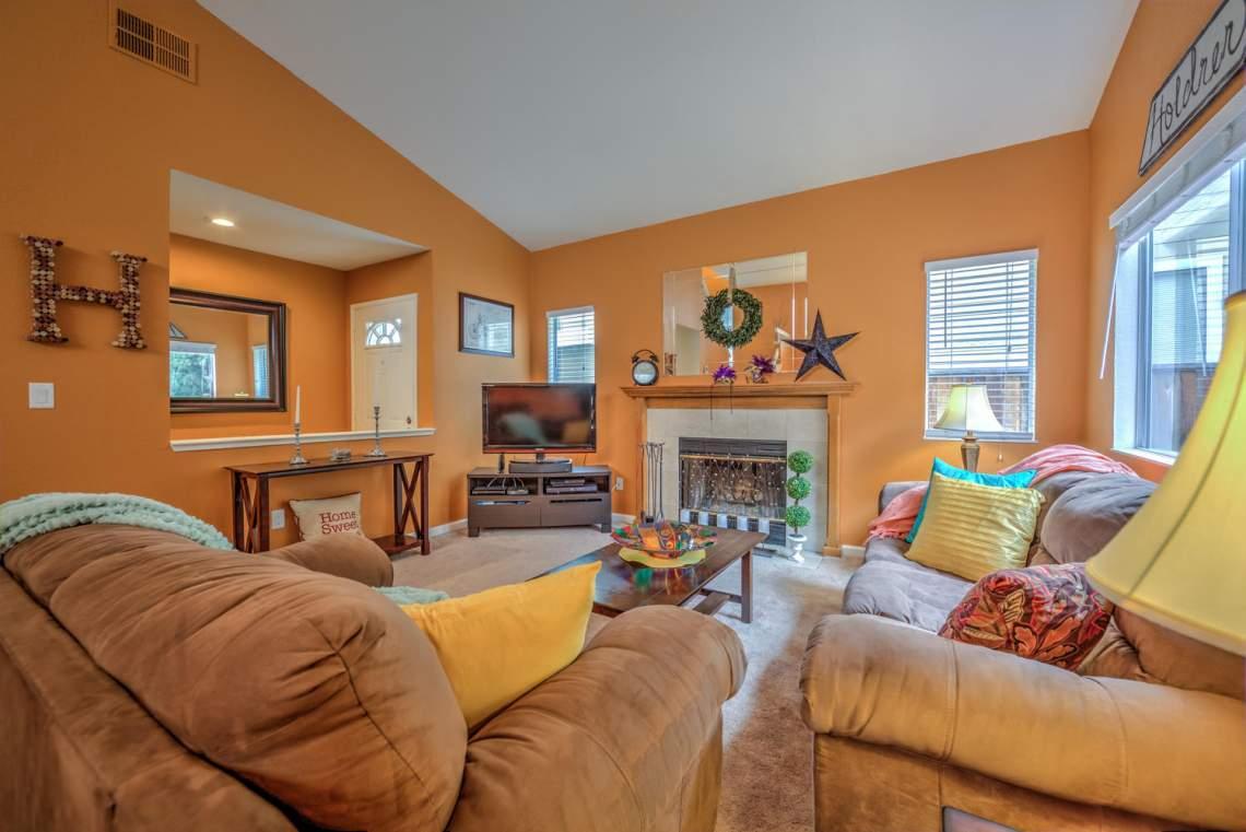 5030 Thatcher Dr Martinez CA-large-005-16-Family Room 1B-1498x1000-72dpi