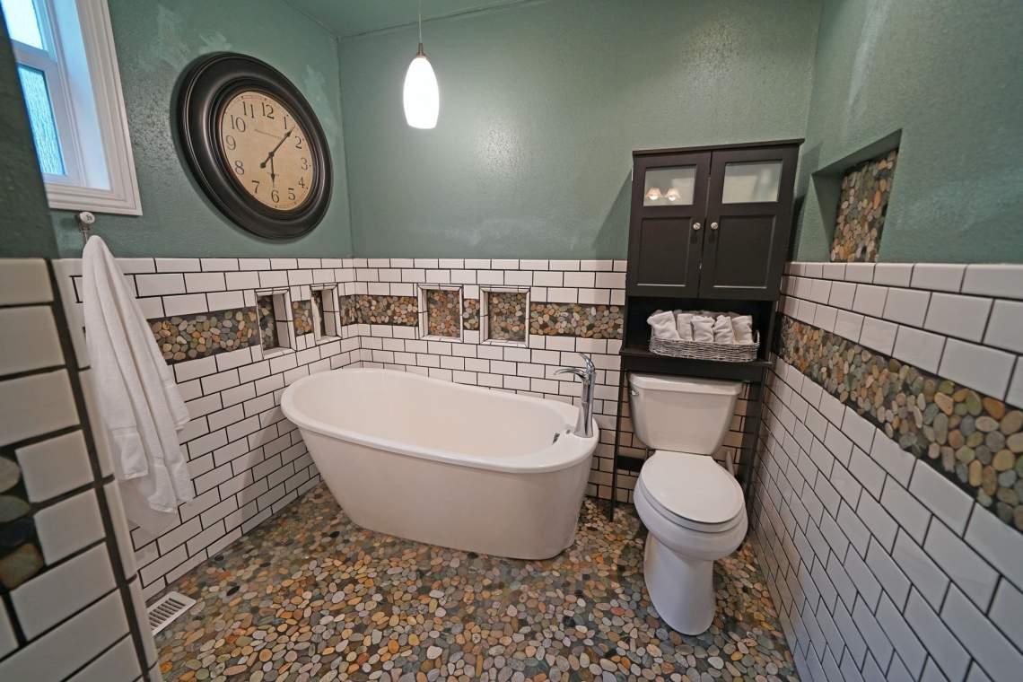 Master-Bath-tub-Web