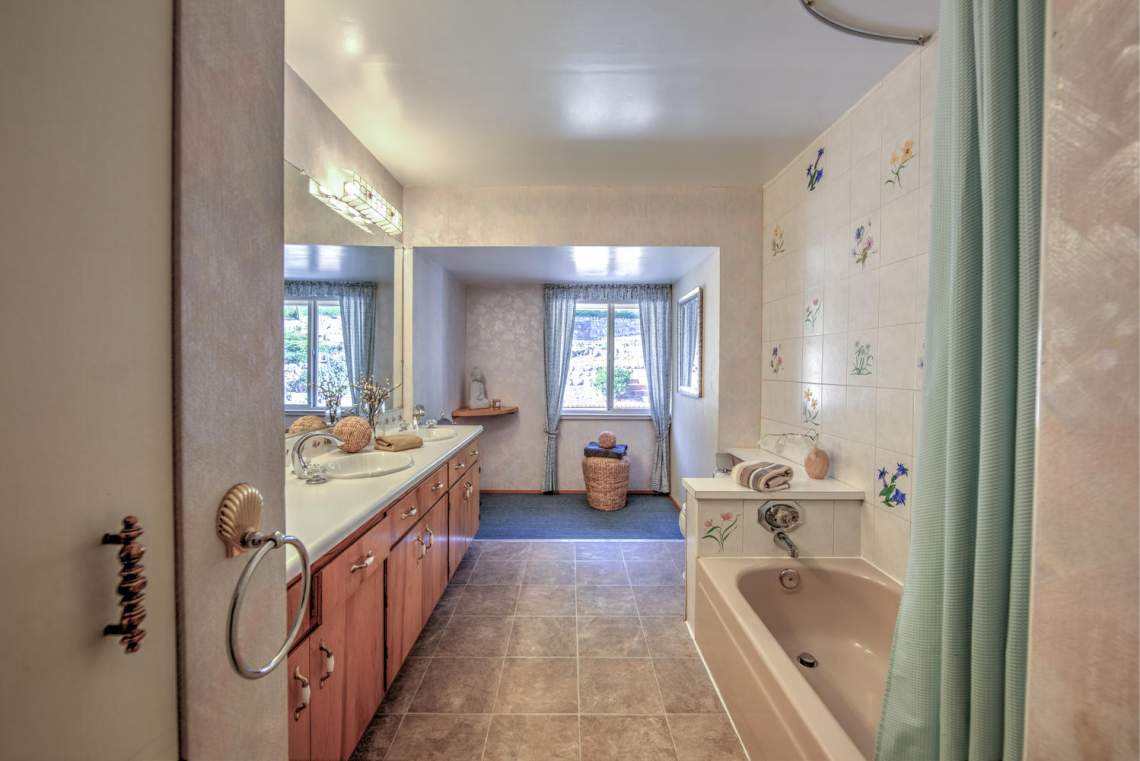 5808 Alhambra Ave Martinez CA-large-023-21-Bathroom 1-1499x1000-72dpi