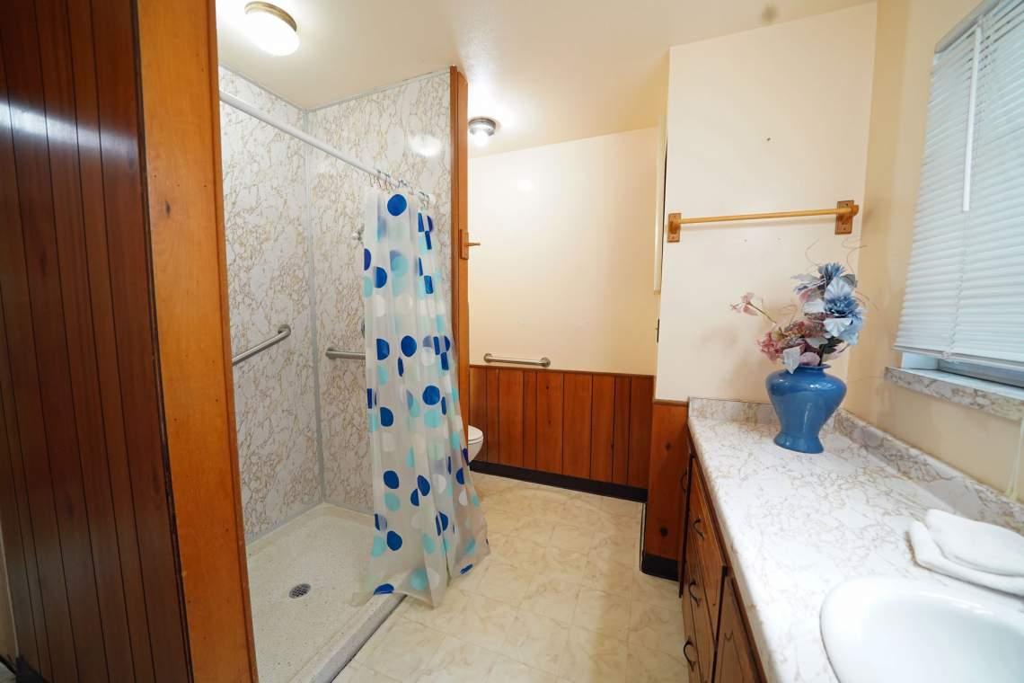 Lower-Rear-Corner-Bath-web
