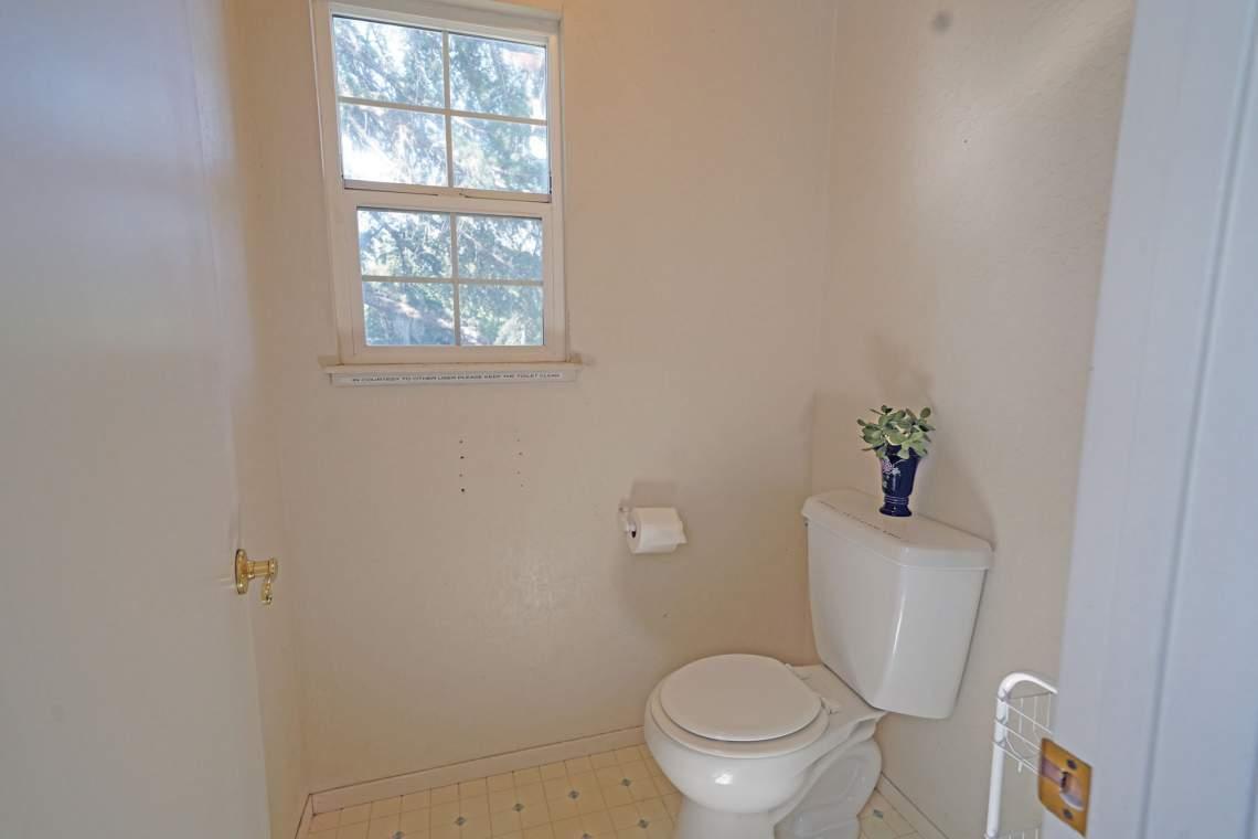 Upstairs-Toilet-Room-web